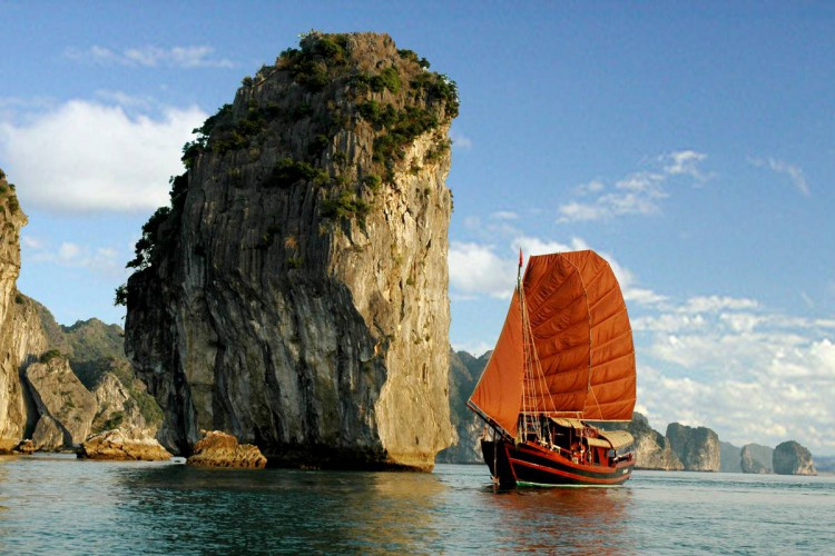 Landscapes and history of Vietnam ( Trip from north to south 13 days/12 nights)