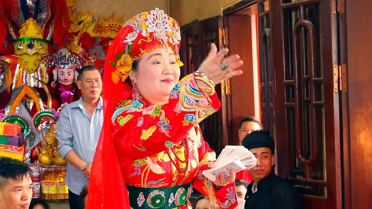 imagen de un charman en la ceremonia