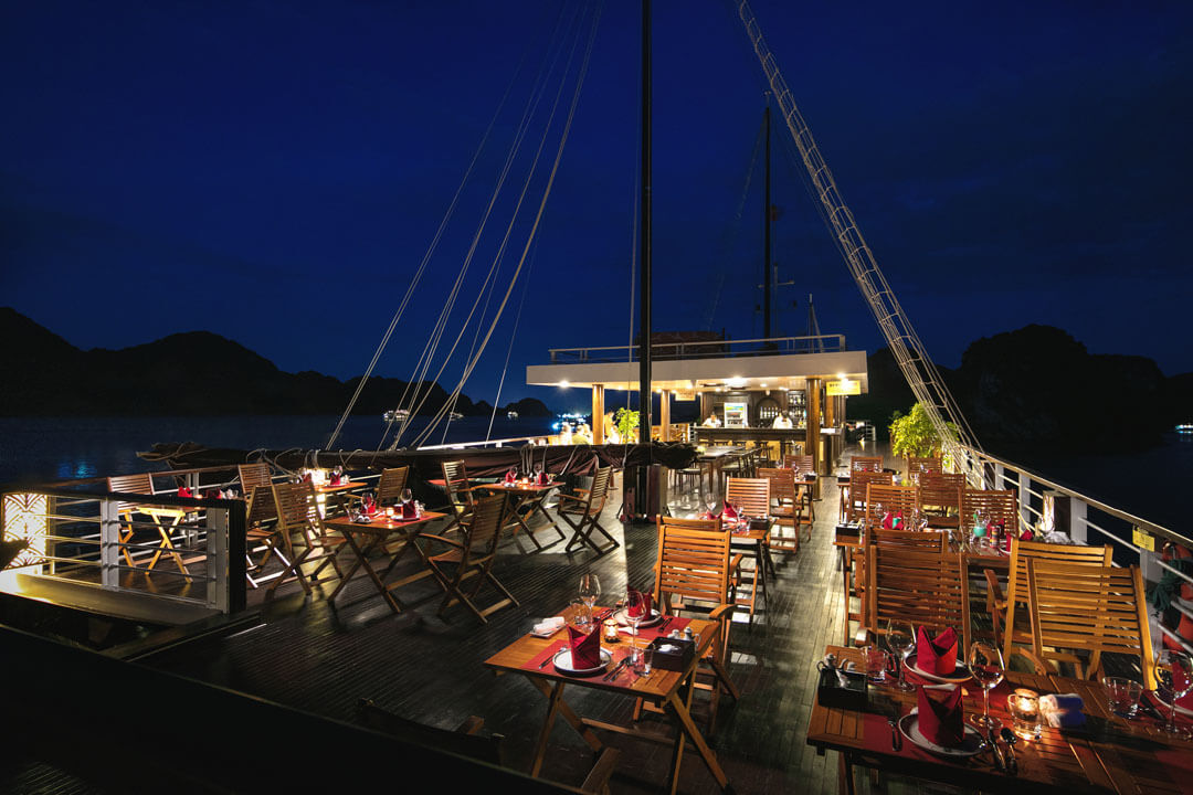 Perla Dawn Sails Restaurant 2