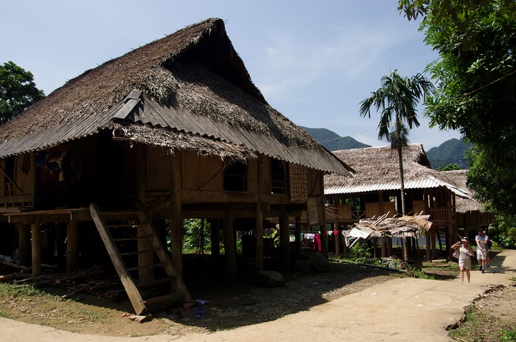 Maison sur pilotis traditionelle
